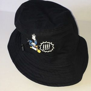 21931dd938e Vans Accessories - VANS Donald Duck Bucket Hat Reversible disney